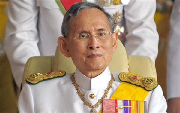 EXCLUSIVO – Tailândia em luto, morre o Rei Bhumibol