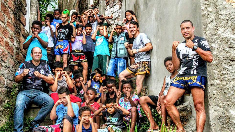 Video   SulThai News visita o projeto Luvas da Esperança em Porto Alegre