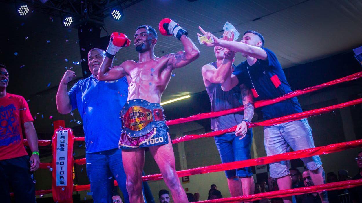Toquinho defende cinturão na luta principal do Poderoso