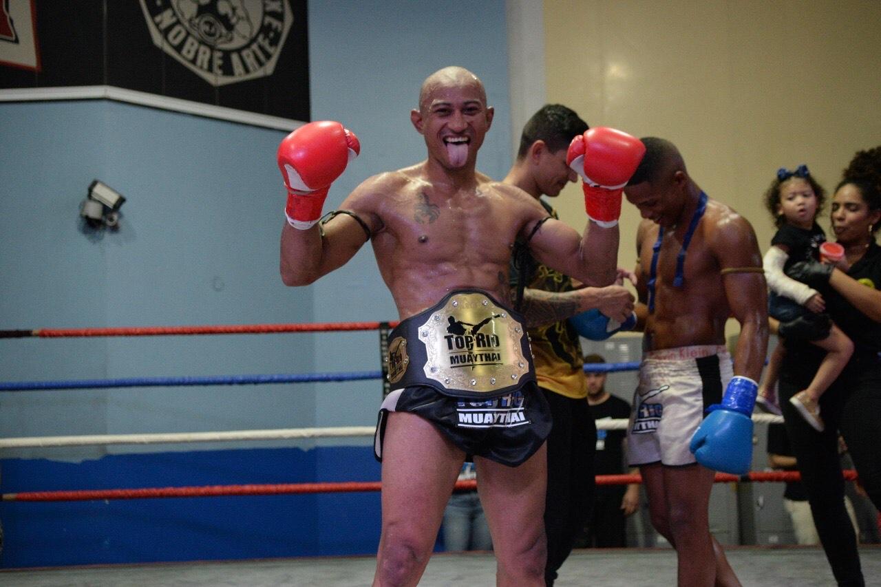 Arnaldo Mickey é o primeiro campeão do Top Rio Muaythai